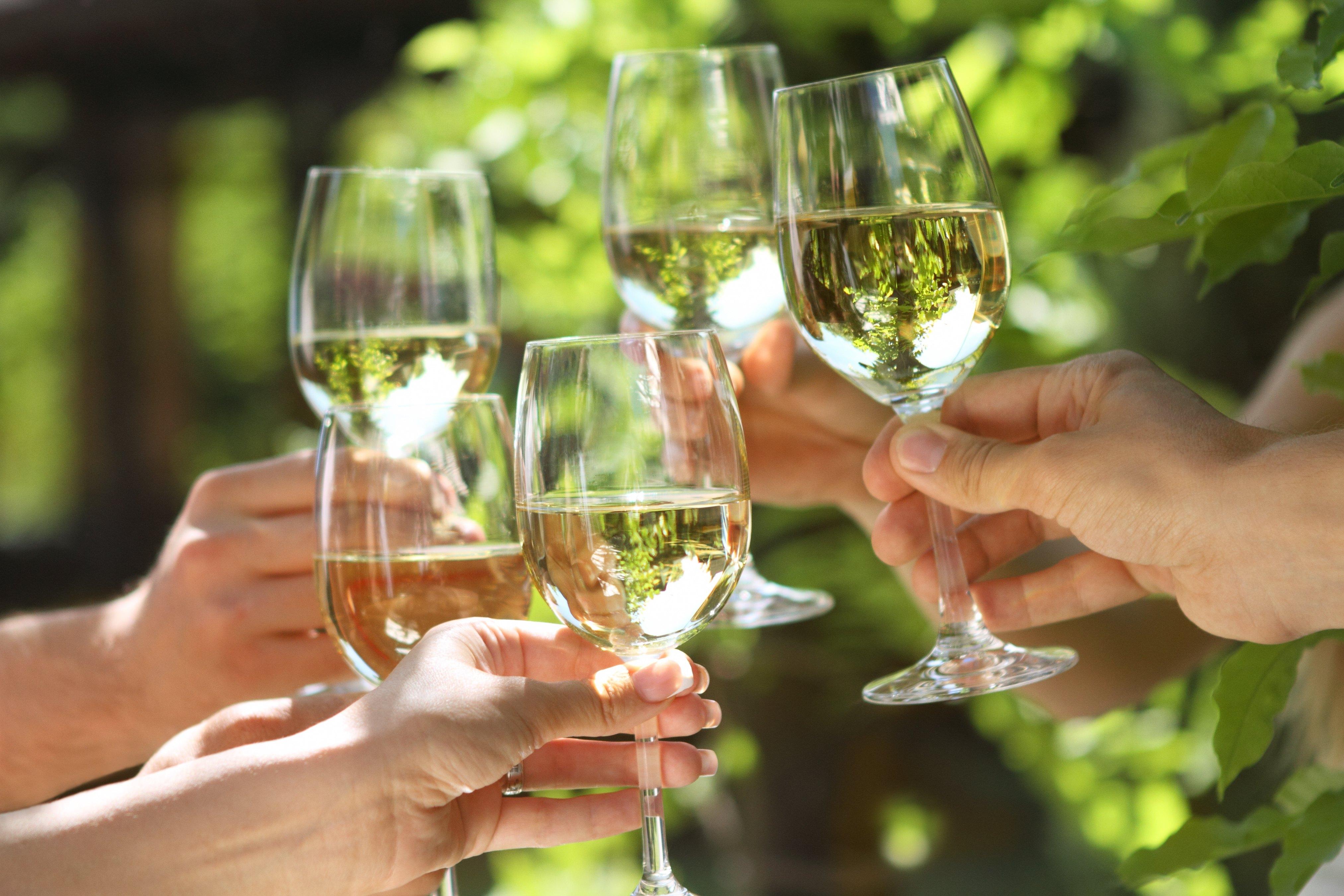 Сделать, картинки бокалы с вином чокаются